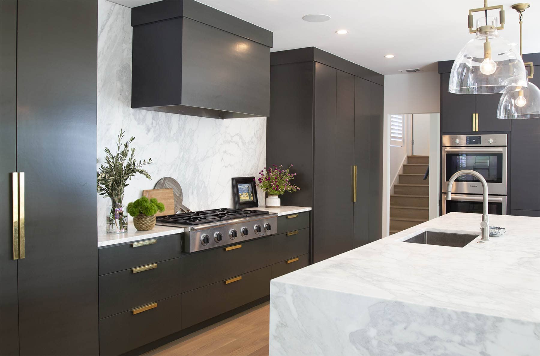 black-kitchen-cabinets-in-benjamin-moore-wrought-iron-paper-moon-painting-austin-tx