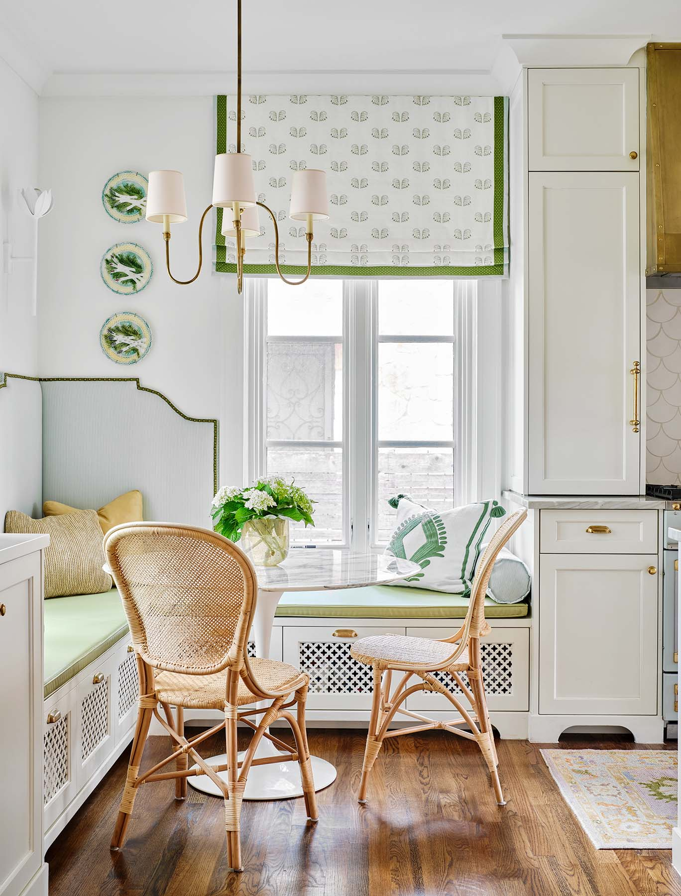white-painted-kitchen-cabinets-paper-moon-painting-home-painter-olmos-park-tx-breakfast-nook